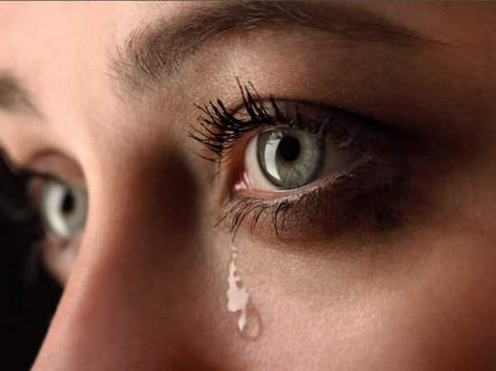 Чому сльозяться очі й що робити