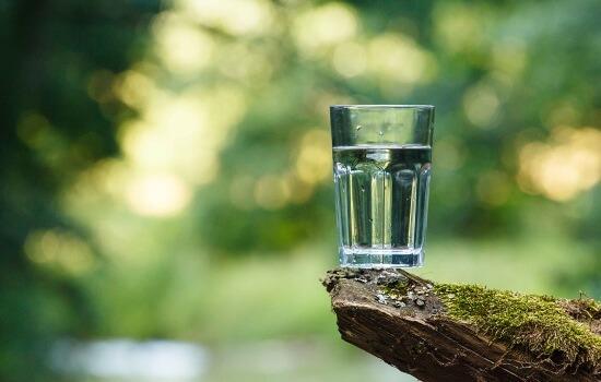 Почему воняет вода из колодца, скважины
