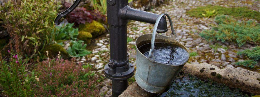 Почему воняет вода из колодца, скважины, причины неприятного запаха в воде
