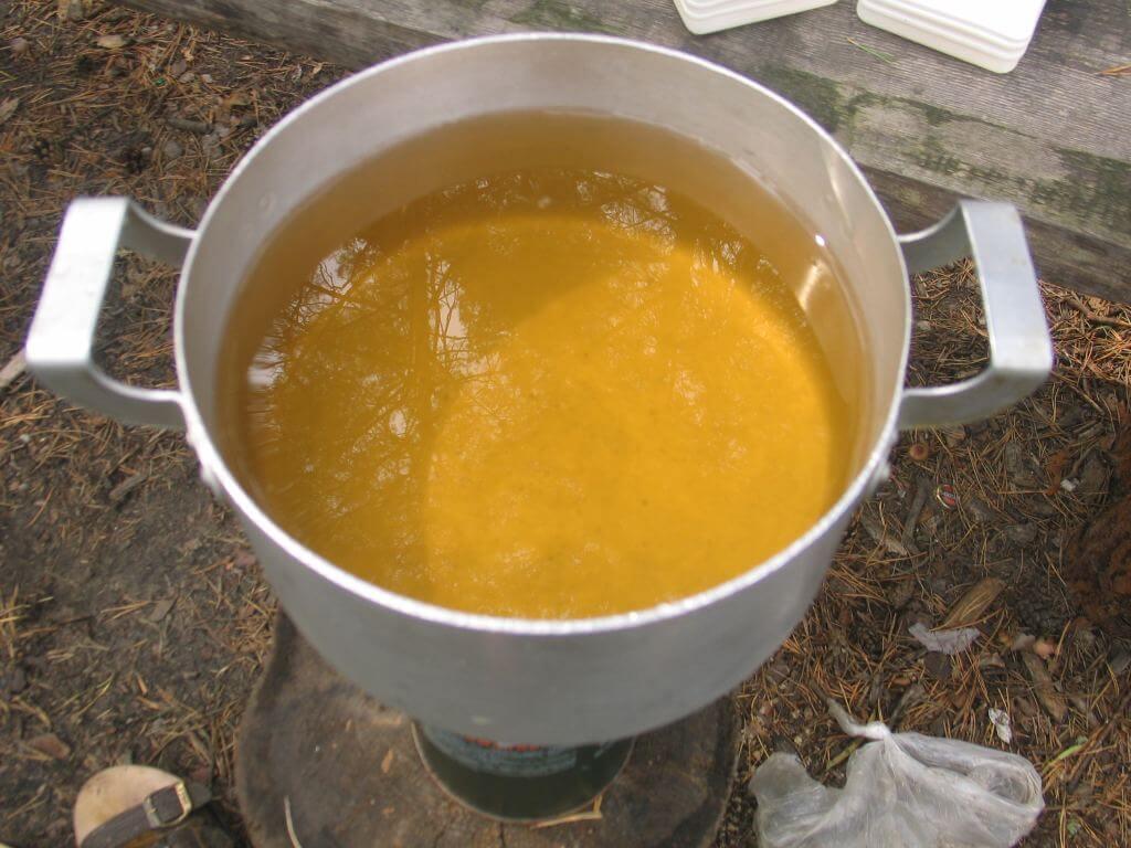 Чому в колодязі жовта вода